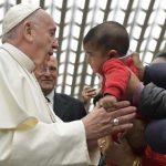 """Papa: para um cristão rezar é dizer """"Abbà"""" com a confiança de uma criança"""