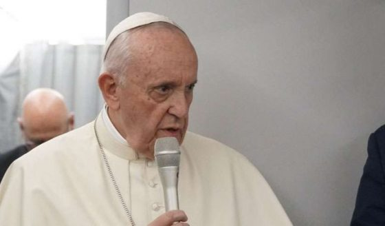 Papa Francisco assombrado com o derramamento de sangue na Venezuela
