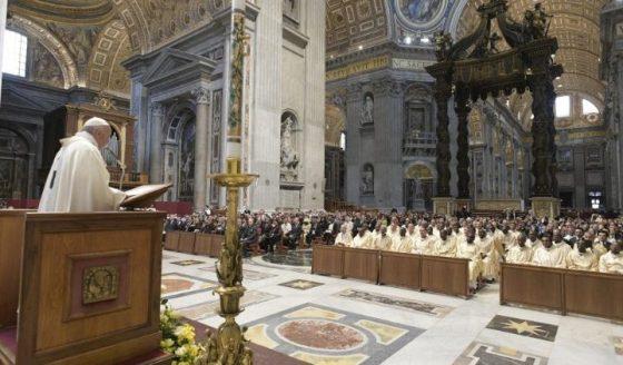 Papa: a presença de Deus mora na pequenez dos pobres que encontramos