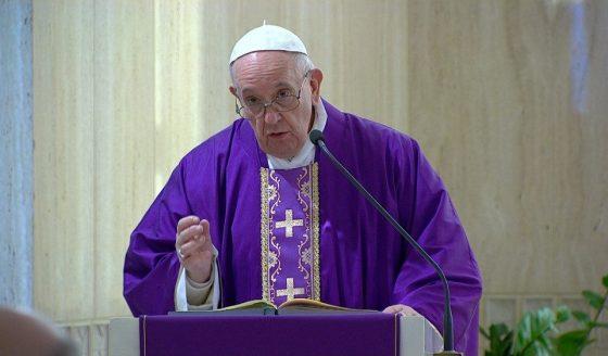 Papa Francisco: sacerdotes, levem a Eucaristia aos doentes de coronavírus